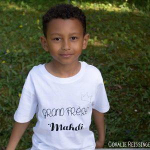 Tee-shirt manches courtes : «Petit(e) / Grand(e) Frère / Sœur» + prénom