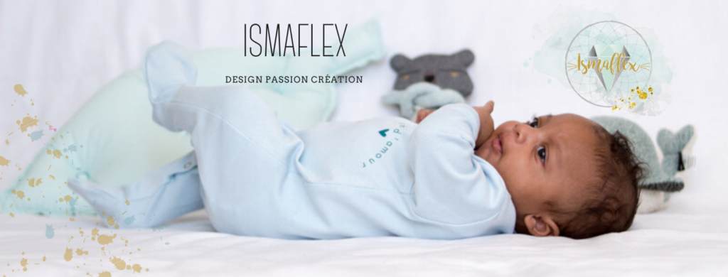 photo d'un bébé métisse avec un pyjama bleu