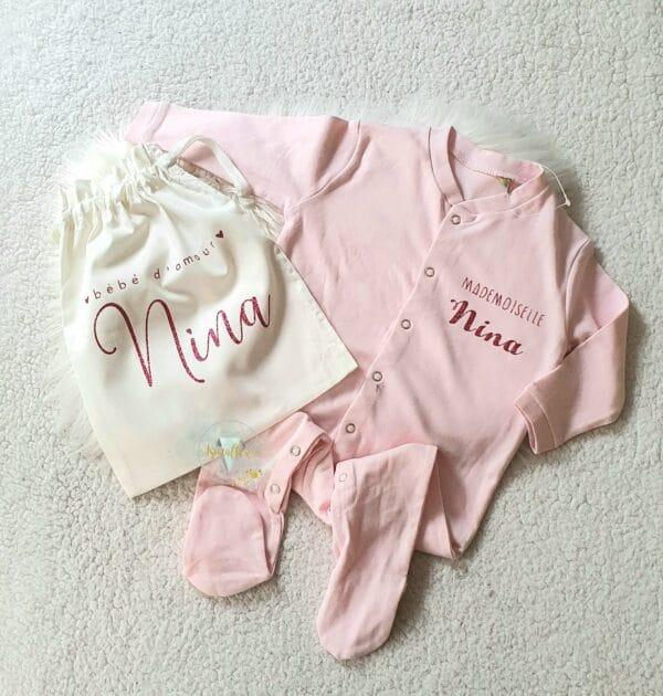 Pyjama bébé rose et pochon personnalisé